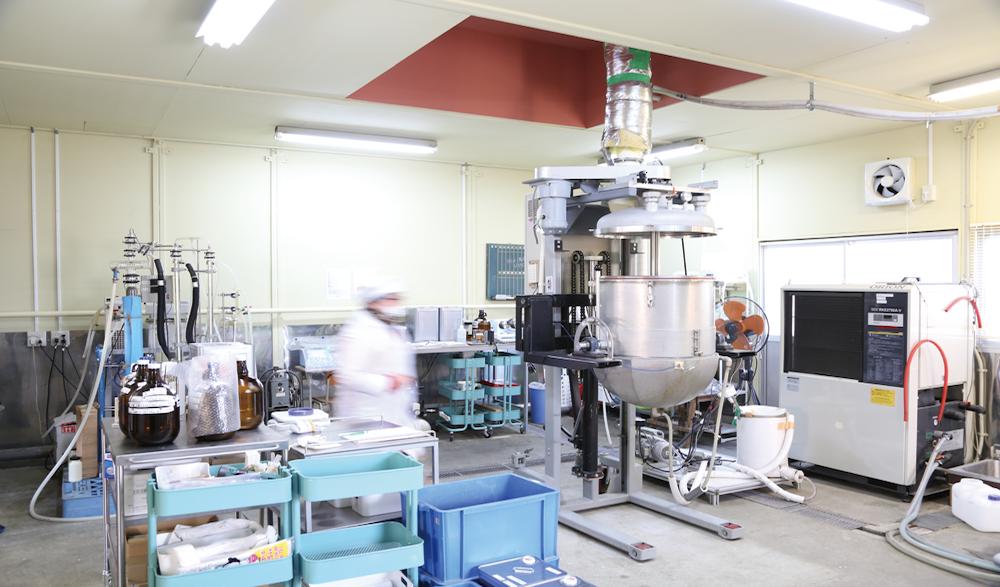 米エタノールの製造を行うラボ。製造は化学実験というよりも清酒づくりに近いのだそう。