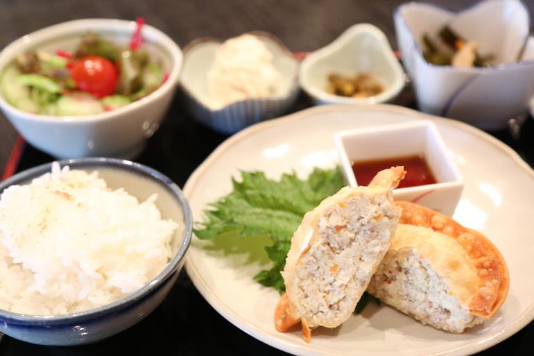 この日頂いたのは胆沢産の大豆「豆太郎」を使った豆太郎セット。 毎日糠釜で炊くごはんもおいしい!(おこげもついています。)