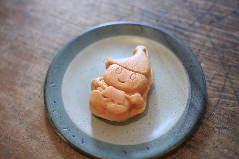 JAキャラクター来夢くんをかたどったカステラ焼です。 衣川産の米粉を使用していて、味はアップルカスタード、レアチーズなどぜんぶで6種類もあるんです! お気に入りの来夢くんを見つけましょう!