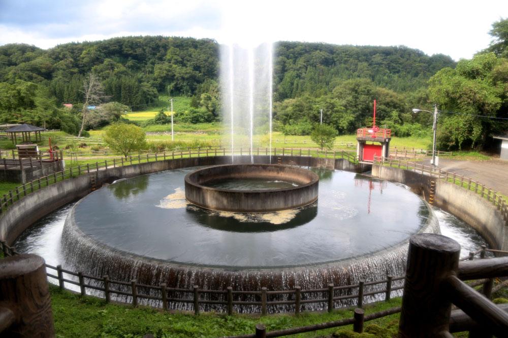 円筒分水工では4月20日頃から10月までの午前10時から午後4時までそれぞれ1時間毎に15分間、噴水を見ることもできます。