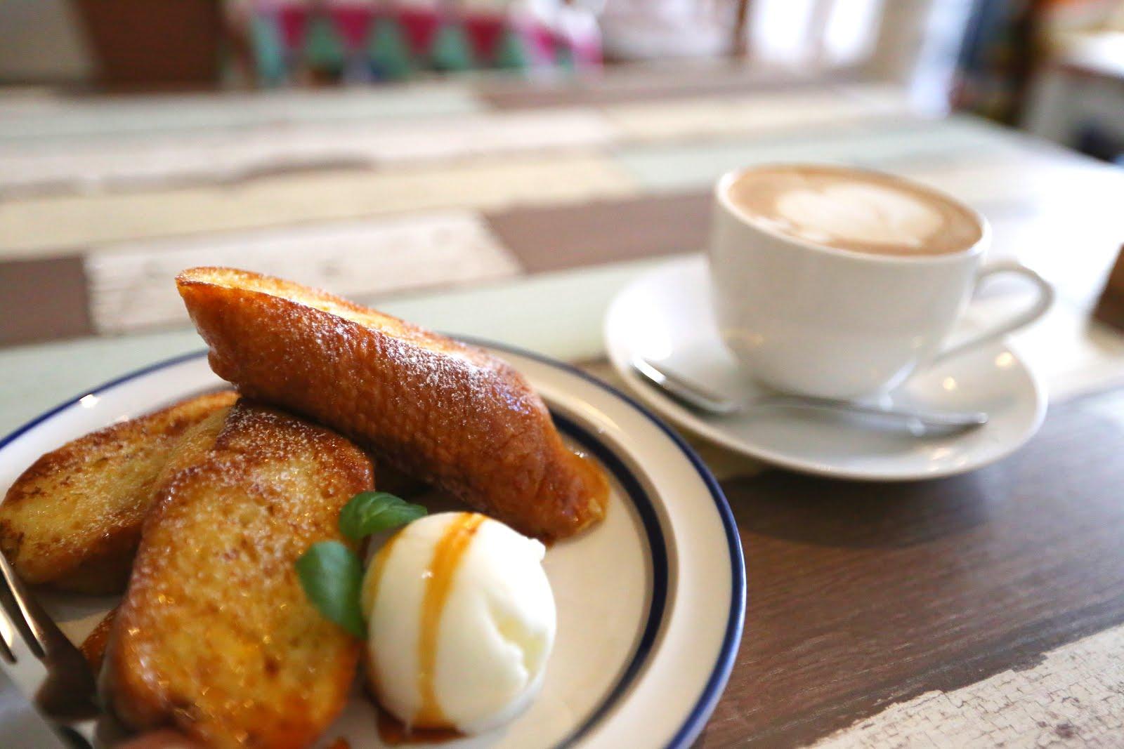 kiitos人気のフレンチトースト トッピングのジェラートは雫石にある、松ぼっくりさんのジェラートです。