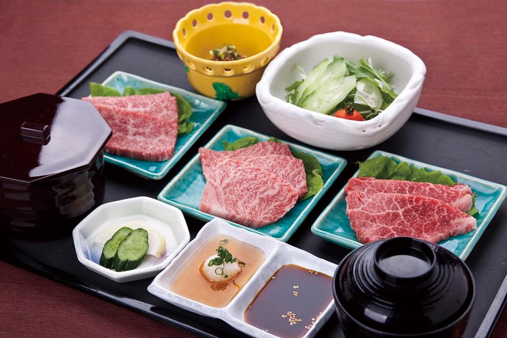 「肉料理おがた」の直営牧場で育てられたブランド牛「前沢牛」を楽しんでは? おいしいお肉にごはんもすすみます。
